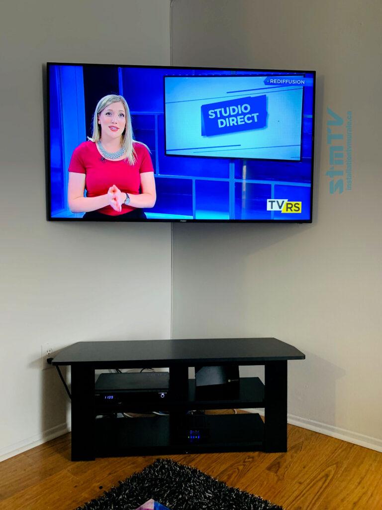 tv installé en coin