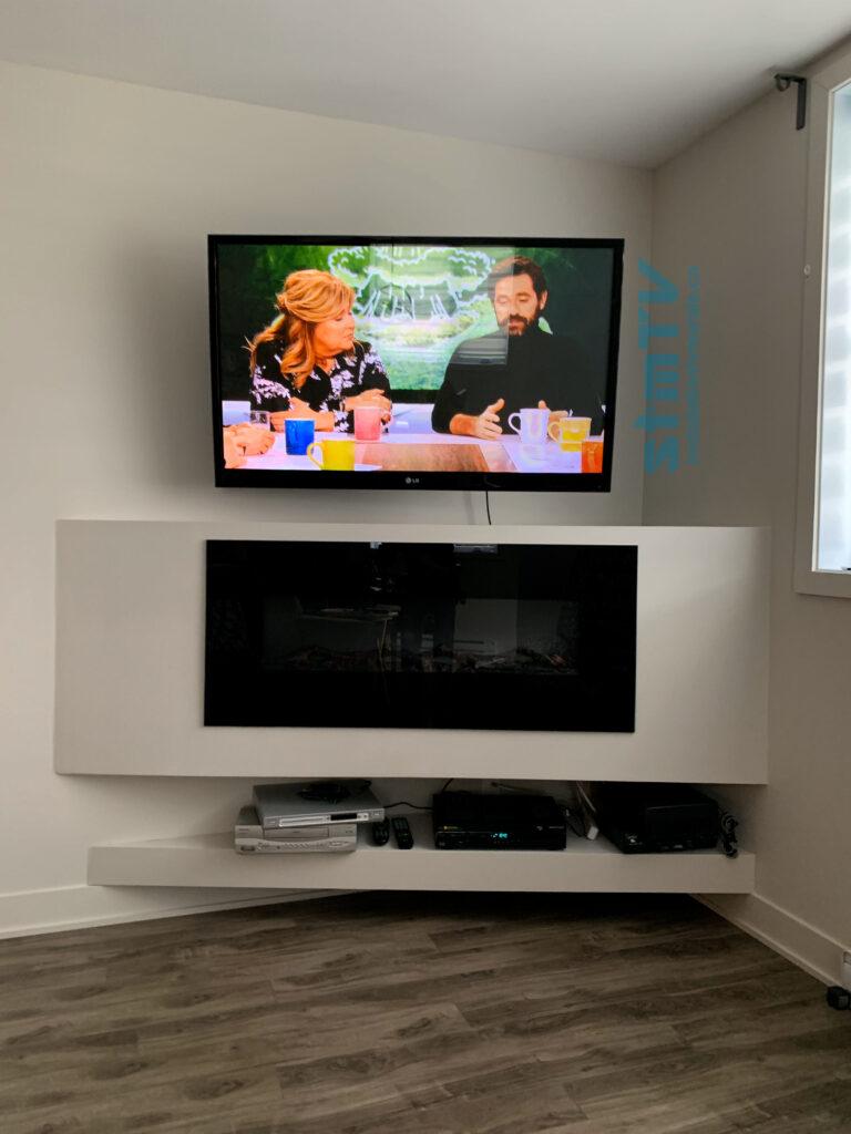 tv au dessus du foyer