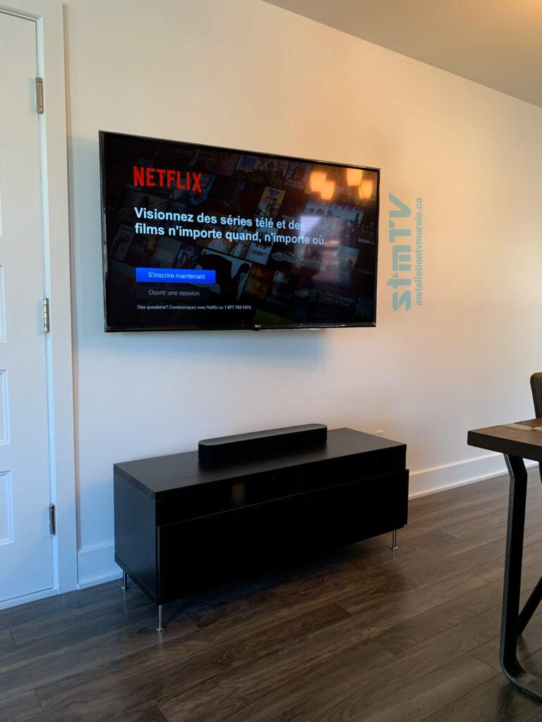 tv au mjur avec cables dans le mur