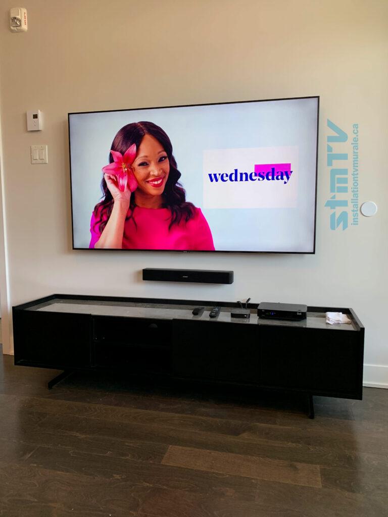 tv au mur barre de son cables dans le muir