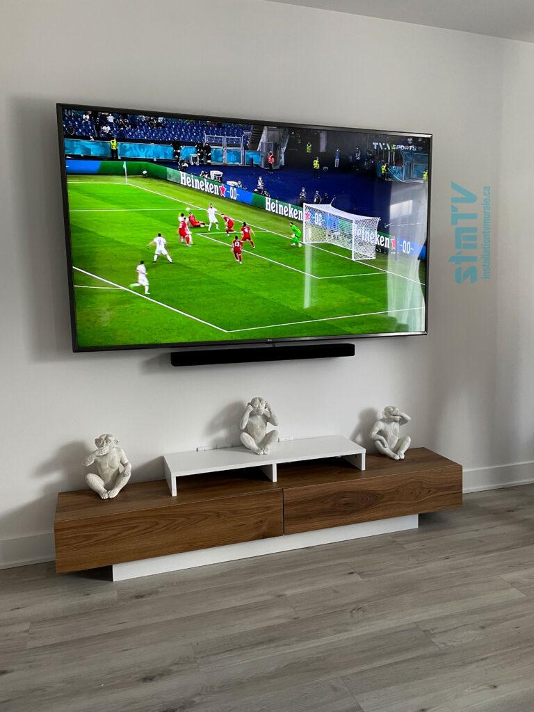 tv au mur avec barre de son murale installateur technicien professionnel